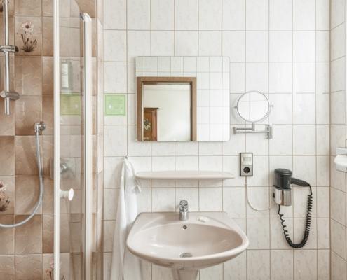 Zur Krone Gottenheim Standardzimmer – Badezimmer